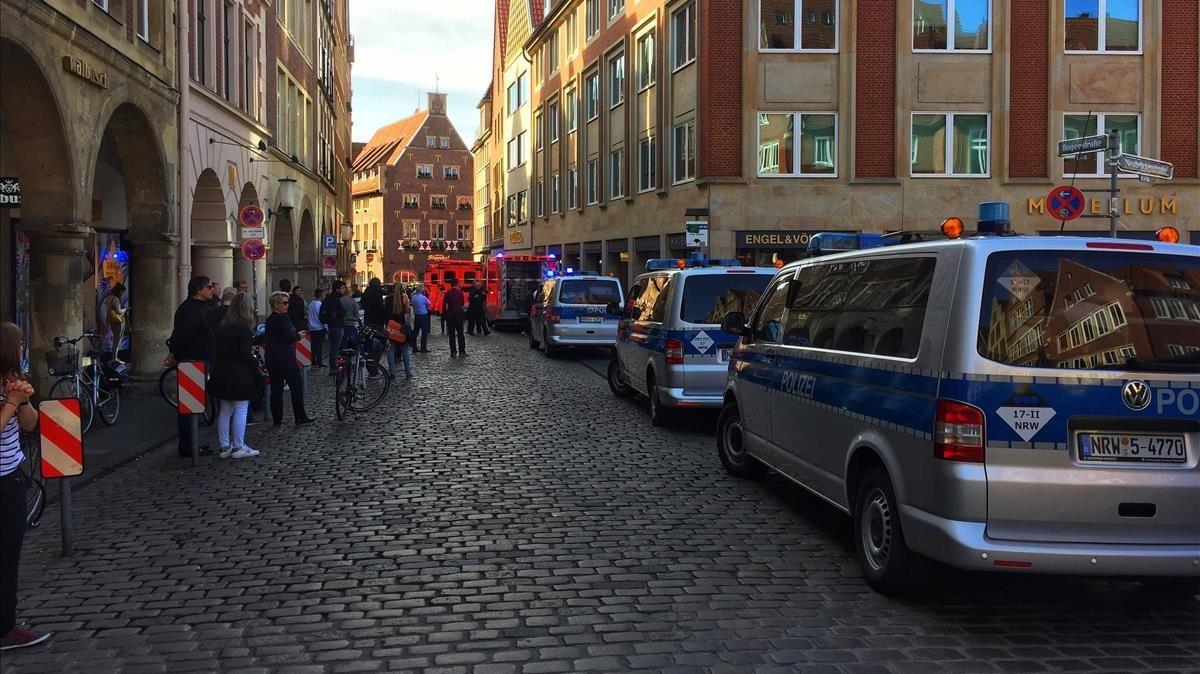 Equipos de emergencia en la zona del atropello masivo en Münster.