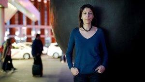 Anna González, viuda de ciclista atropellado en 2013, este miércoles en la estación de Atocha.