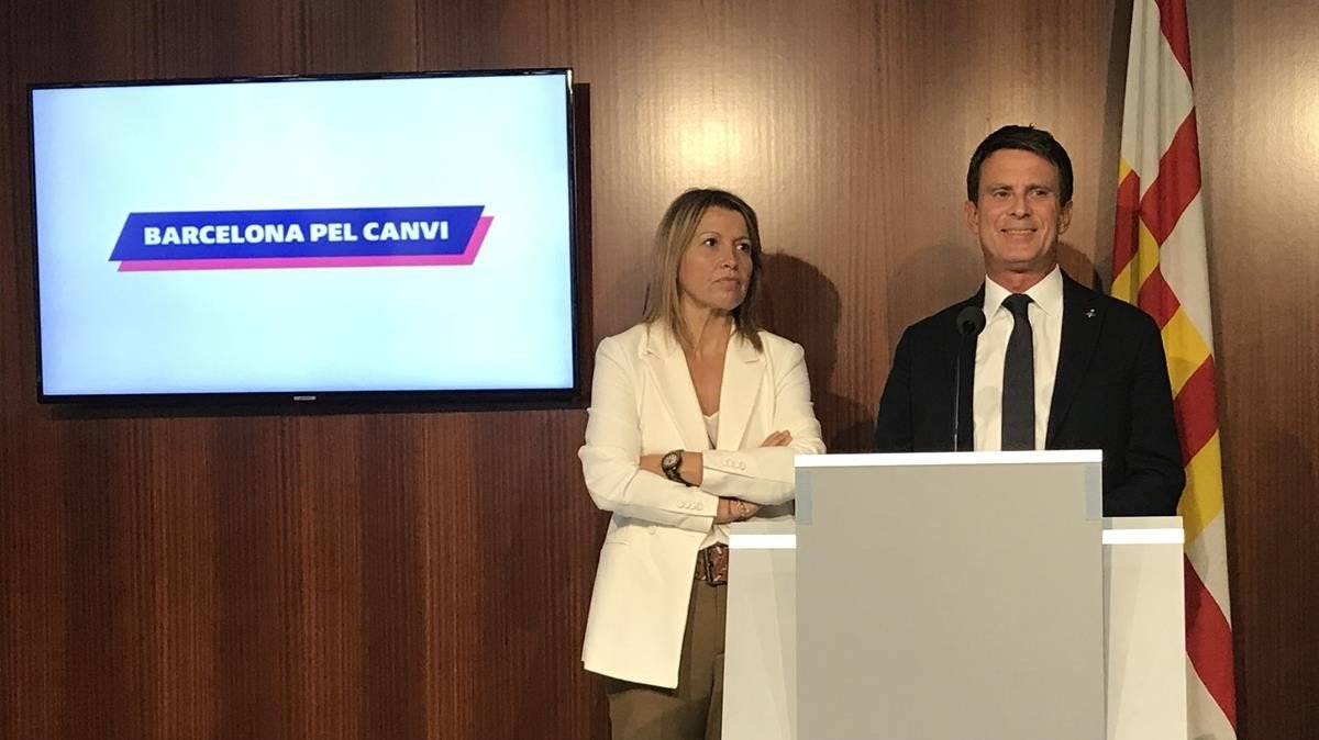 Eva Parera y Manuel Valls, este jueves en el Ayuntamiento de Barcelona.