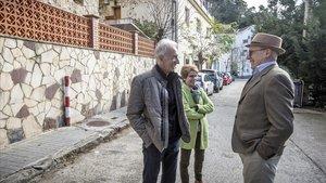 Joan Corominas, Mercè Delgado y Sergi Mateu, vecinos del Tibidado, el pasado viernes en el Camí de Sant Cugat.