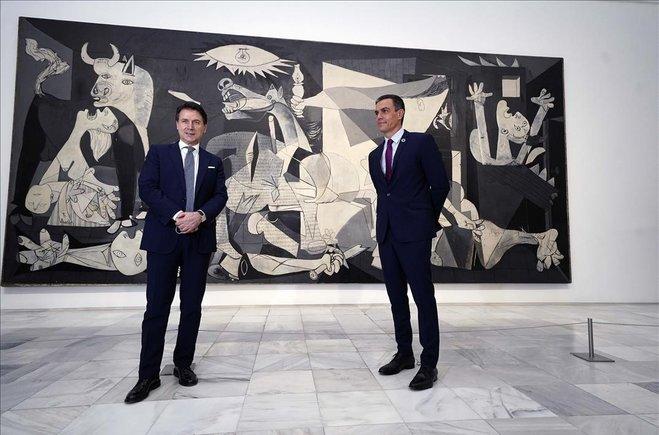 Sánchez y Conte, frente al Guernica de Picasso, este miércoles.