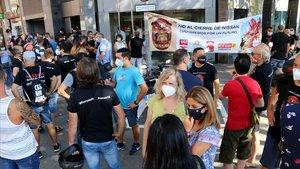 Protesta de los trabajadores de Nissan en una de las reuniones de mediación.