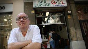 Josep Maria Gol, frente a la emblemática bodega que su abuelo abrió en 1943.