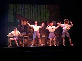 Una escena de este musical con sus cuatro jóvenes protagonistas.