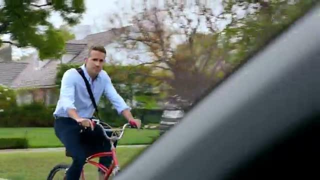 Lanunci del Hyundai Elantra té com a reclam Ryan Reynolds.