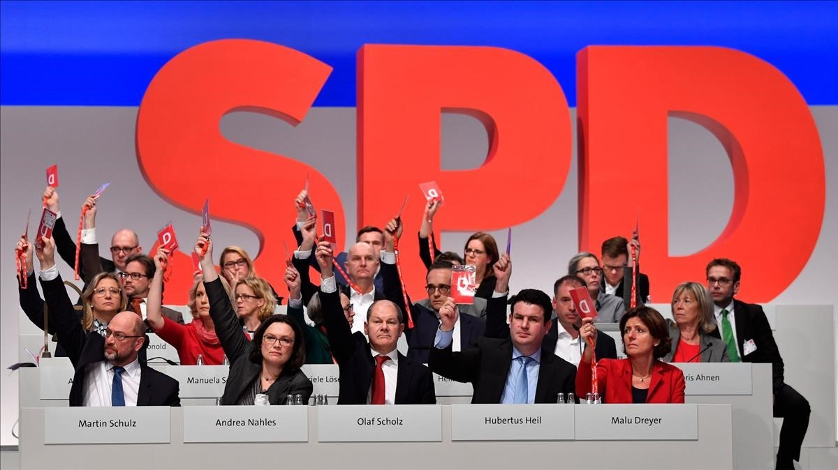 zentauroepp41230140 board members of germany s social democrat spd party vote to171207192107
