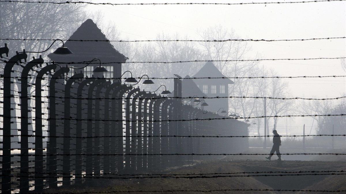 La valla de alambradas del campo de exterminio de Auschwitz-Birkenau, en Polonia.