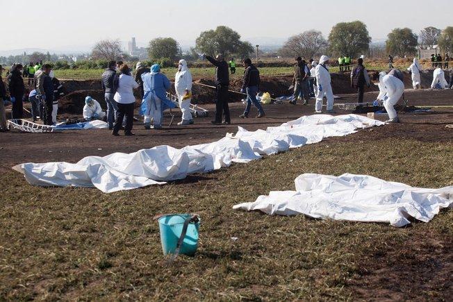 Se eleva a 73 la cifra de muertos tras explosión de un ducto de gasolina en México