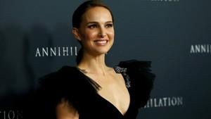 La actriz de origen israelí Natalie Portman posa en el estreno de su nueva película Aniquilación en febrero del 2018 en Los Ángeles