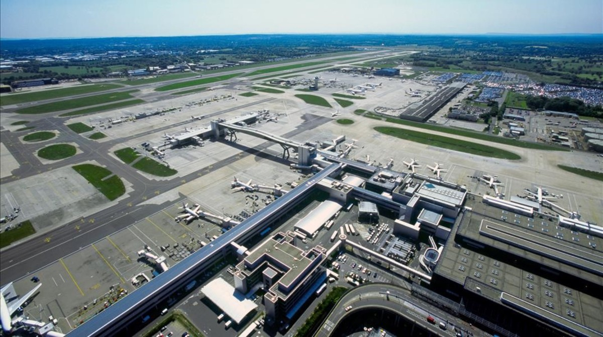 Vista aérea del aeropuerto londinense de Gatwick.