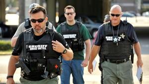 Agentes de policía llegan a la escena de un tiroteo en Orlando (Florida, EEUU).