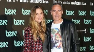 El extenista Alex Corretja y Martina Klein, en la presentacion del canal de television Ten, el pasado mes de marzo enMadrid.