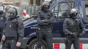 Antidisturbios concentrados delante del Palau de la Justícia de Barcelona, el 23 de febrero pasado.
