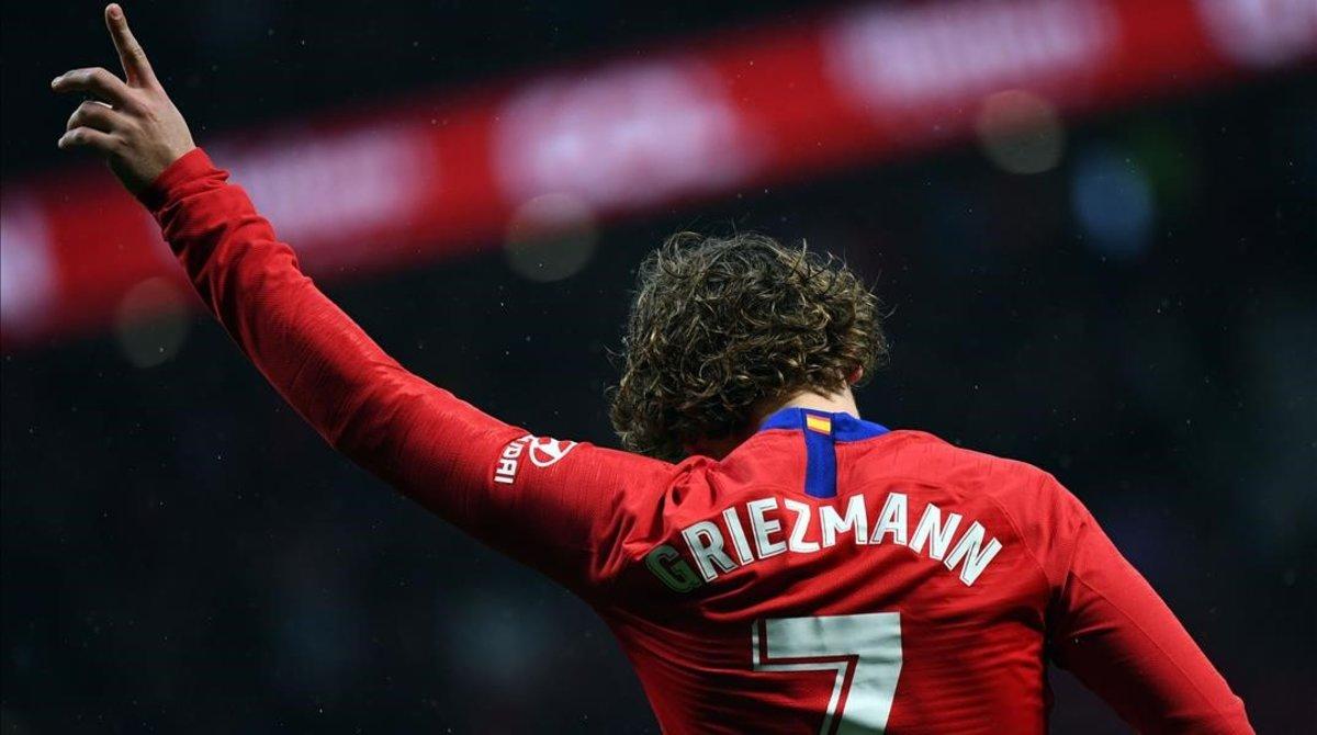 Antoine Griezmann celebra uno de sus últimos goles con el Atlético en el Wanda.