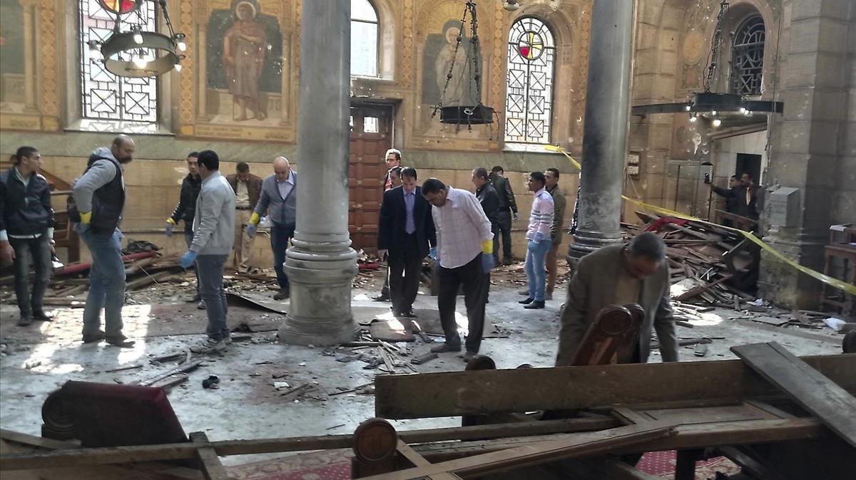 Imagen de archivo, de diciembre del 2016, de la catedral de San Marcos en El Cairo, tras el atentado terrorista.
