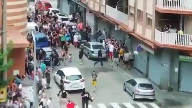 Batalla campal en La Llagosta entre unos vecinos y una familia.