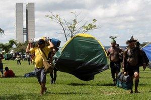 Indígenas de todo Brasil instalan elCampamento Tierra Libre.