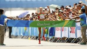 La catalana Elena Congost gana el maratón Paralímpico de Río para deficientes visuales (T12).