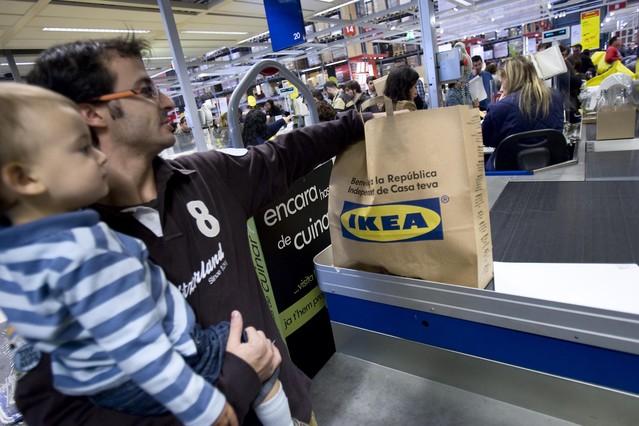 Un cliente de Ikea, en una imagen de archivo.