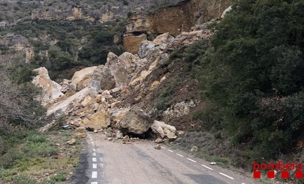 Els Mossos busquen dues persones sepultades per una esllavissada