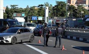 Control policial en el distrito de Moncloa, en Madrid.