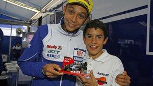 El día (5 de junio del 2008) en que Marc Márquez conoció a Valentino Rossi en Montmeló.