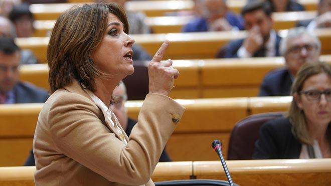 Dolores Delgado define a Casado, Rivera y Abascal como la derecha trifálica.