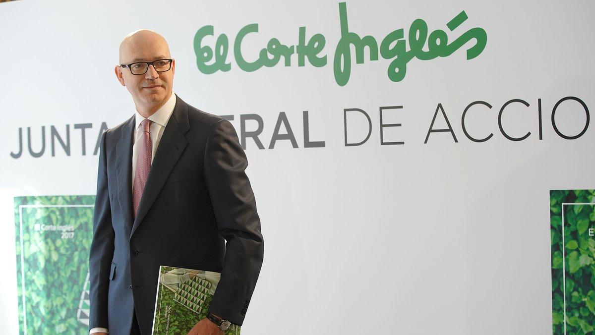 Posado del presidente de El Corte Inglés, Jesús Nuño de la Rosa, antes de la junta de accionistas.