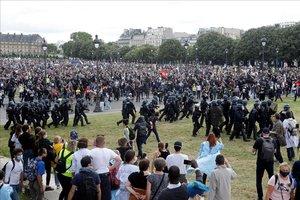Enfrentamientos con la policía durante la manifestación de París.