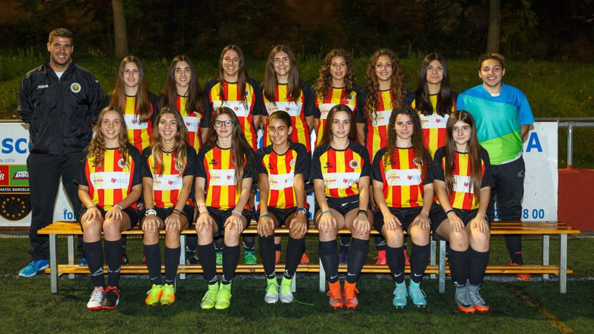 El equipo femenino cadete-juvenil del Molins de Rei CF.