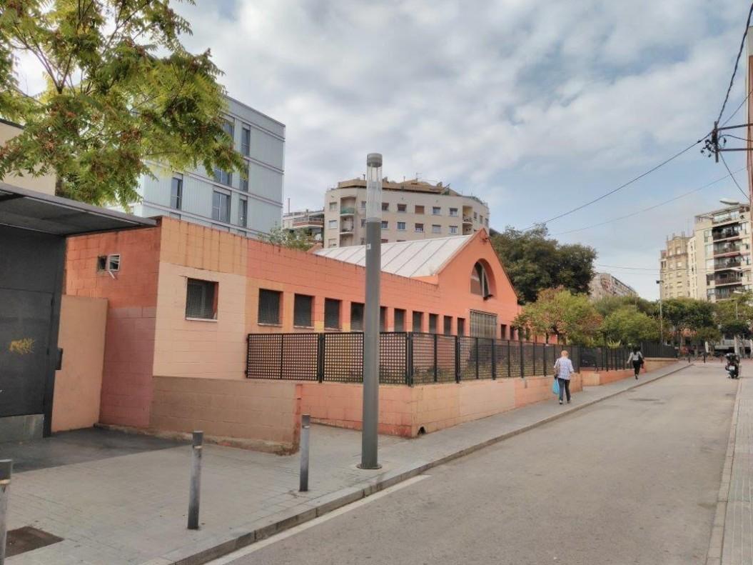 La escuela,en el número 10 de la calle de Capella, en el distrito de Sant Andreu.