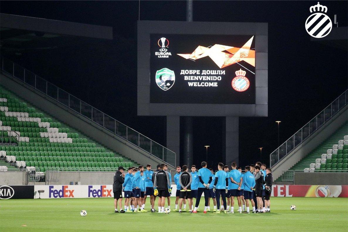 Los jugadores del Espanyol, en el entrenamiento de este miércoles en Bulgaria.