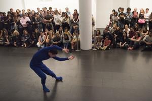 Espectáculo de danza en el Macba durante la Nit dels Museus 2016.