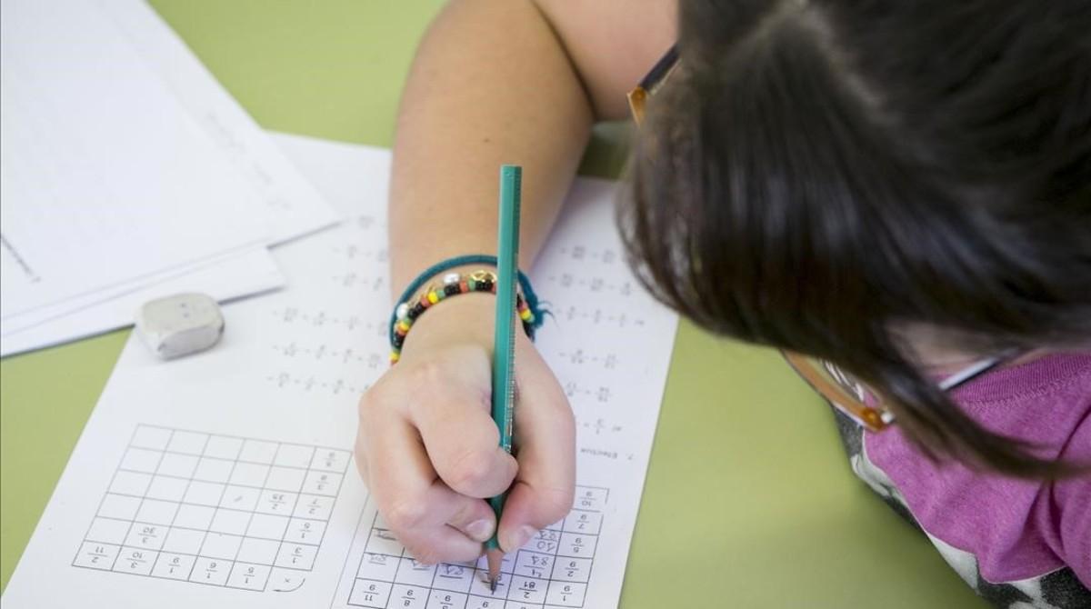 El Parlament rebutja limitar els deures escolars