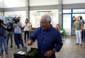 Portugal's Prime Minister and Socialist Party (PS) candidate Antonio Costa casts his ballot at a polling station during the general election in Lisbon, Portugal October 6, 2019. REUTERS/Jon Nazca