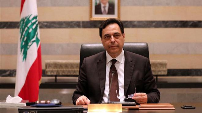 El Gobierno del Líbano dimite en bloque tras la explosión de Beirut. En la foto, el primer ministro del Líbano, Hasán Diab, en su despacho.