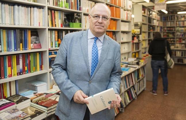 El historiador Jordi Canal, en la librería La 22 de Girona.
