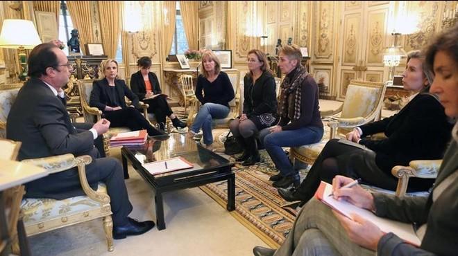 Hollande se plantea indultar a una mujer que mató a su marido tras 47 años de malos tratos