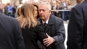 El exsecretario general del PP Javier Arenas, saludando a Susana Díaz.