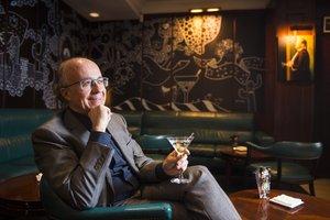 Javier de las Muelas, en Dry Martini, que celebra 40 años.