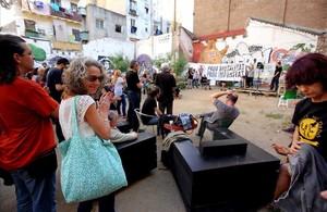 Ester Quintana, entre los asistentes a la concentración en un solar de la calle Aurora.