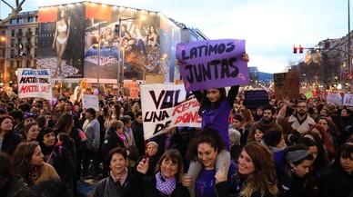 PSOE y Podemos buscan liderar la oleada feminista tras el 8-M