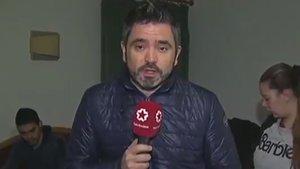 Un reportero de Telemadrid rompe a llorar en directo al contar el desahucio de una familia con dos hijos