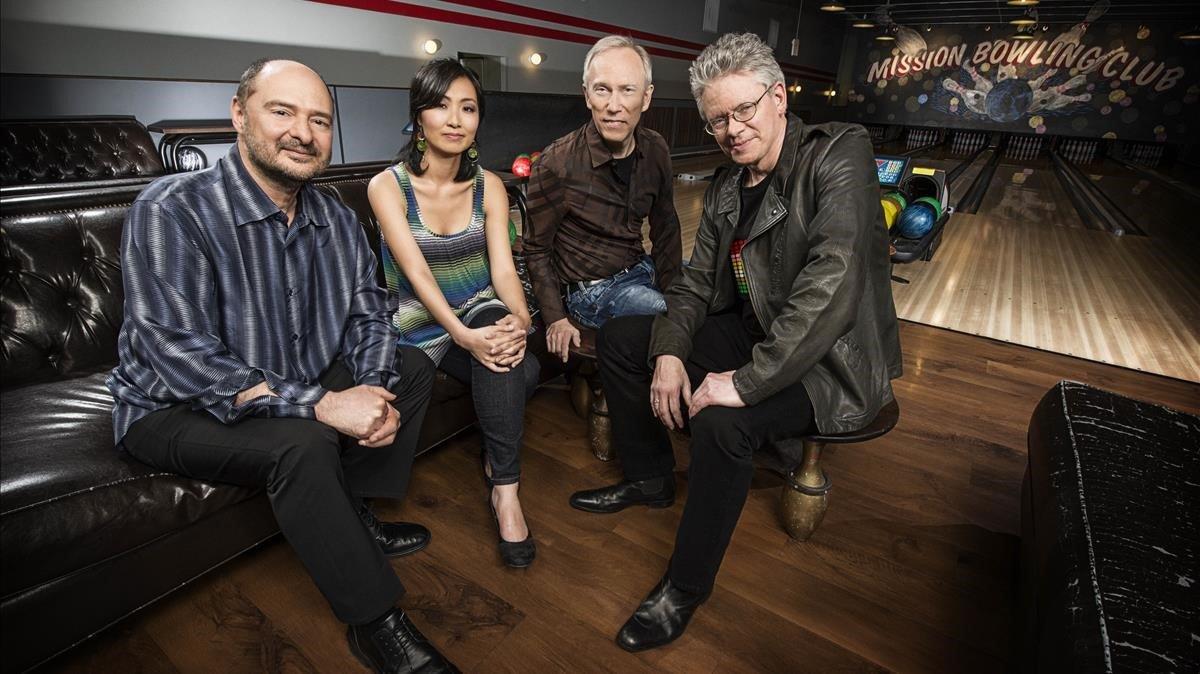 El Kronos Quartet, con David Harrington primero por la izquierda
