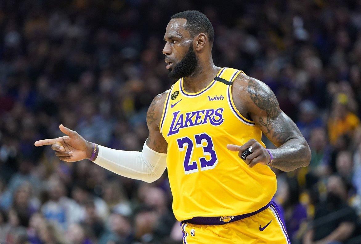 LeBron James dona als Lakers la seva sisena victòria consecutiva