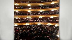 """Crits de """"llibertat Puigdemont"""" al Liceu després de l'òpera 'Andrea Chénier'"""