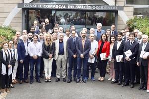 Los firmantes del pacto ante el Consejo Comarcal del Vallès Occidental