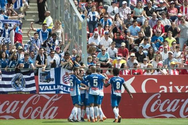 Los jugadores del Espanyol celebran el primer tanto de Gerard Moreno en Montilivi, ayer.