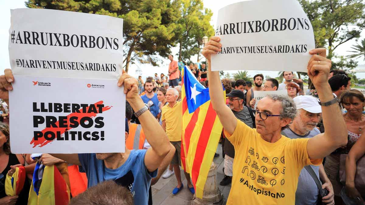 Manifestaciones a favor y en contra del Rey en Mallorca