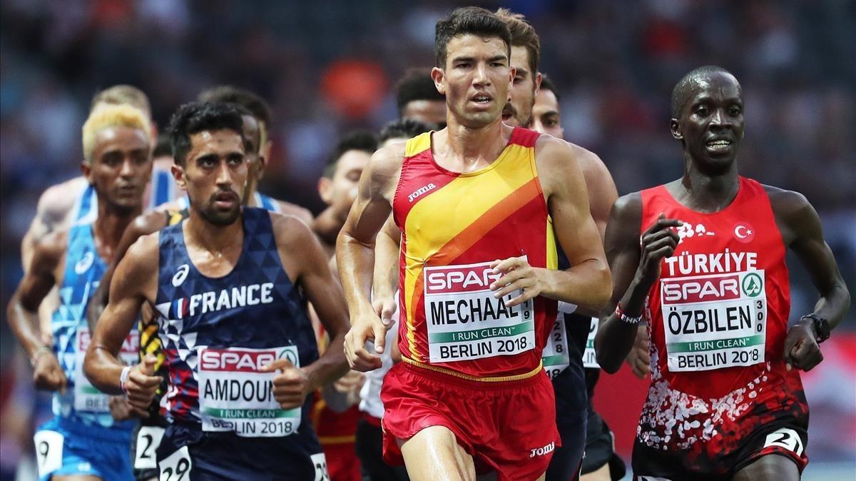 Mechaal, en la final de 10.000 metros, junto al francés Amdouni y el turco Özbilen, con el italiano Crippa detrás.